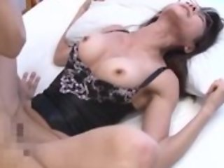 Asian housewife steppe top enjoys intense pussy pounding