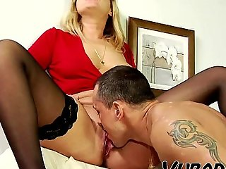 MILF GETS Screwed ON COUCH Wits BF !!