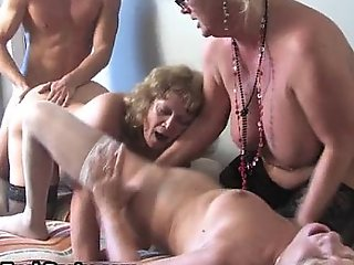 Matured simmering housewifes sucking