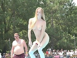 Amateur blonde is exposed to the ripen teasing the crowd
