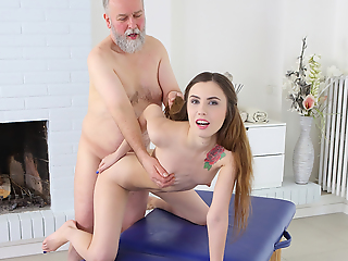 Mature man believes there is one resembling to get satisfaction in sex. It is to take everything under his control. Luckily, sweet masseuse is blessed with long hair which he pulls when shafting her.