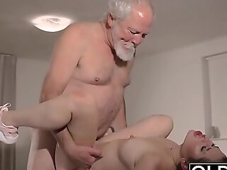 Teen Interrupts Grandpa from Yoga Amazingly in Deep throats his Bushwa soaking plus hard