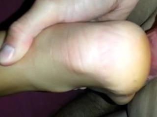 My girlfriend give me a footjob