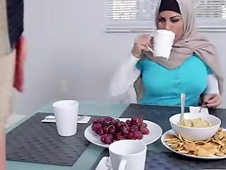 Muslim mummy give a word-of-mouth to erotic nubiles day whilst take regard to front as